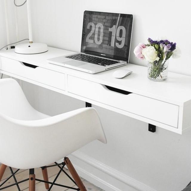 Meja Kerja dengan Penyangga