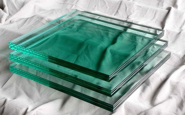 Jenis Kaca yang Digunakan Membuat Papan Tulis